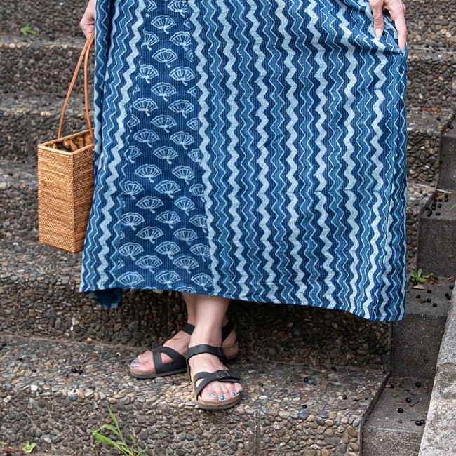 カンタ刺繍 藍染マキシワンピース 8 - 裾周りを見てみました。