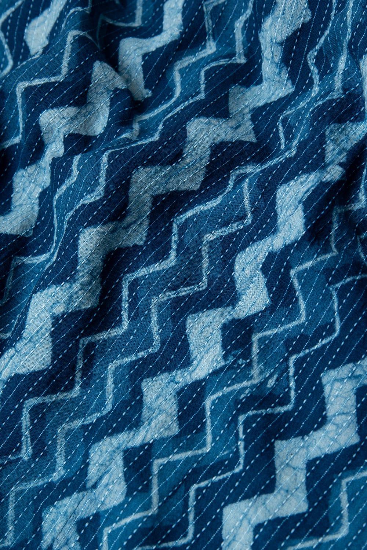 カンタ刺繍 藍染マキシワンピース 9 - 上質な藍染生地と刺し子の組み合わせが素敵です。