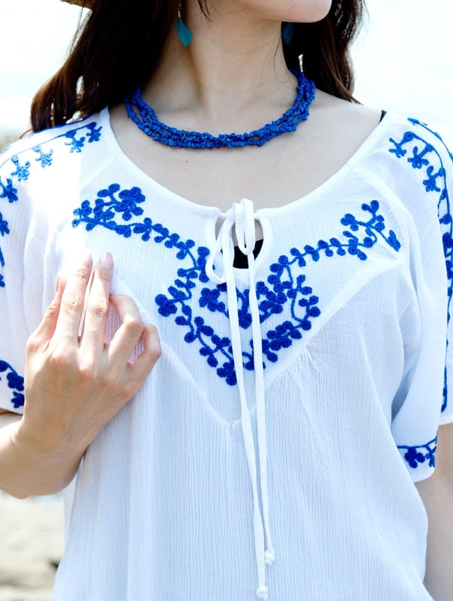インド綿のネオンカラーサラサラチュニック 7 - 白い生地に刺繍が映えます。