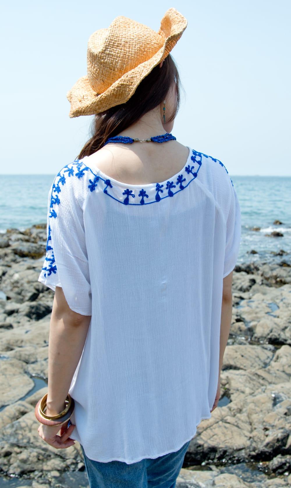 インド綿のネオンカラーサラサラチュニック 8 - 後ろ姿は、襟周りにも刺繍が映えます。