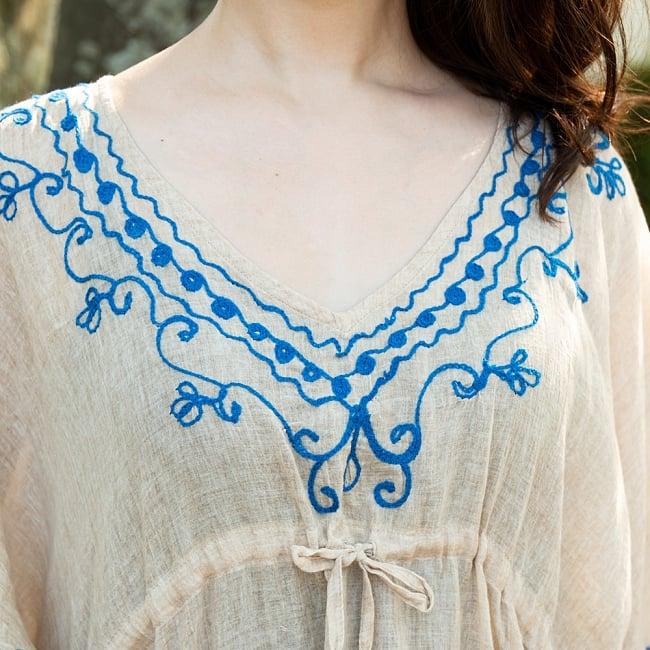 インド薄更紗 カフタンチュニック 11 - ボタニカル柄の刺繍が可愛らしいです。
