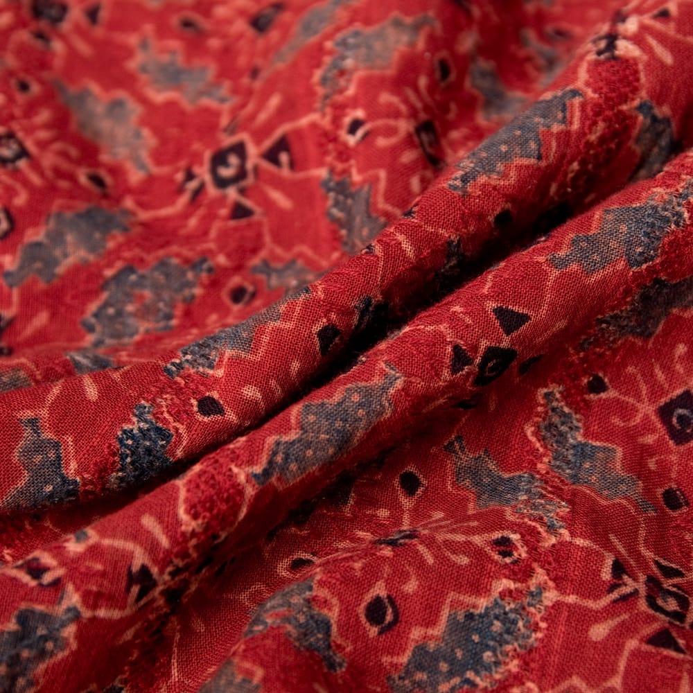 アジュラック染のふんわりギャザーワンピース 11 - 生地はコットンで柔らかく着心地の良い肌触りです。