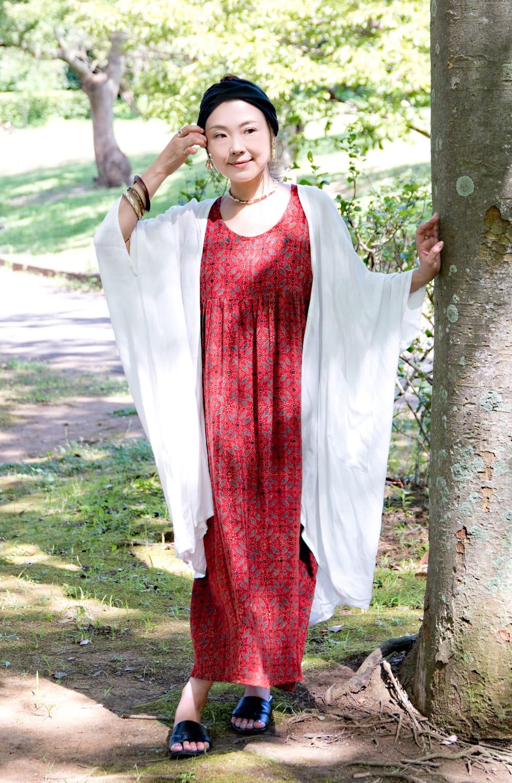 アジュラック染のふんわりギャザーワンピース 9 - ロングカーディガンとも相性バッチリ。春・秋は羽織物と合わせてお楽しみいただけます。