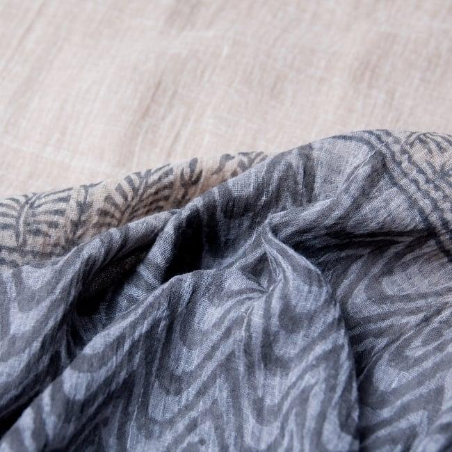 ストール付き ガーゼ素材のカフタンチュニック 7 - 生地は透け感のある薄手のコットン。インナーを着てお楽しみください。