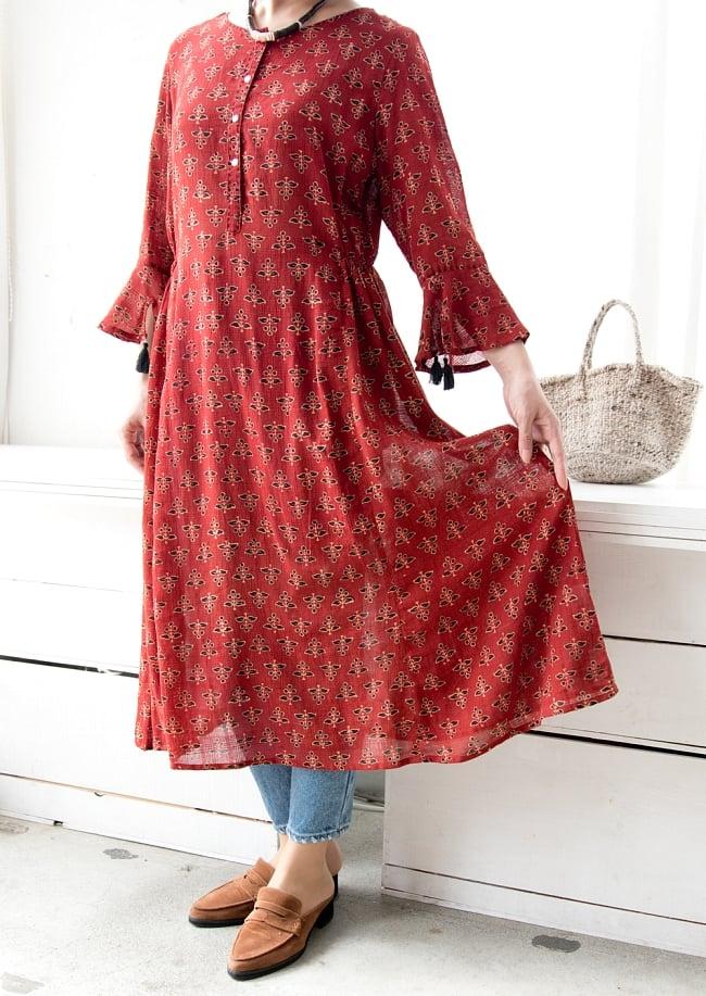 アジュラック染の7分袖ワンピース 7 - 下半身は程よいボリュームでボディラインも出ず、着やすいデザインです。