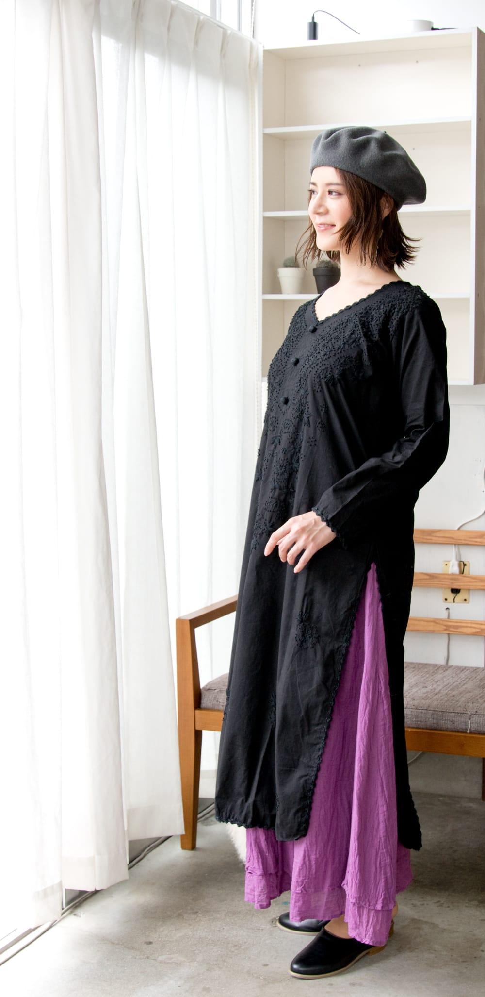 たっぷり刺繍のシンプルクルティ 3 - サイドからのシルエットもキレイです。