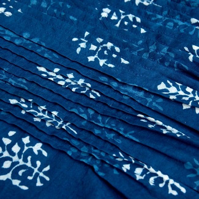 藍染のピンタックワンピース 10 - ピンタックを拡大してみた写真です。
