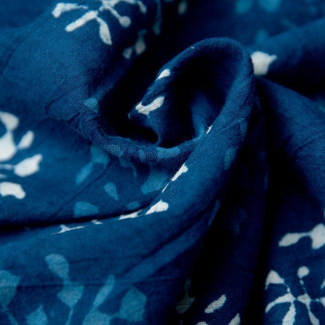 藍染のピンタックワンピース 11 - コットン素材で肌触りよし。