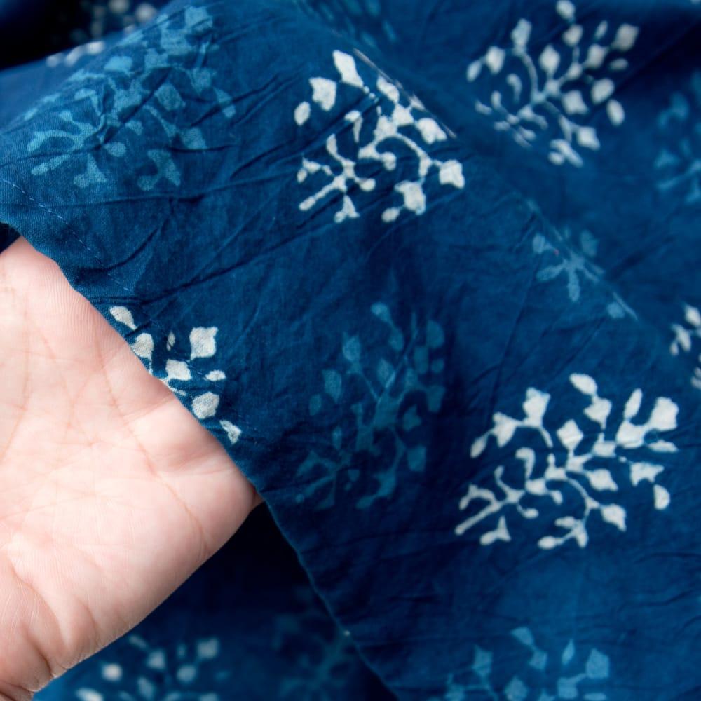 藍染のピンタックワンピース 12 - 透け感はほぼありません。