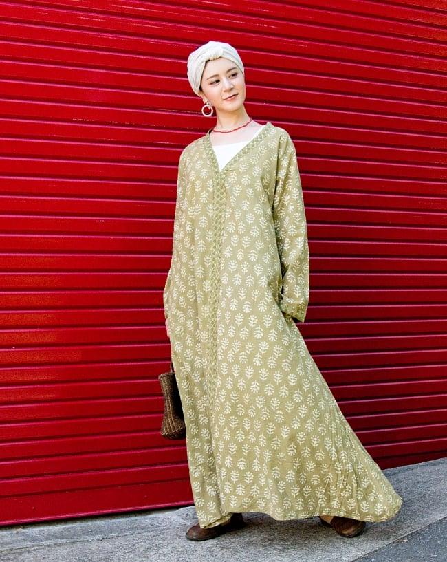 ウッドブロックプリントのワイルドワンピース 2 - 身長165cmのモデル着用例です。ちょっと大きめのデザインとなっております。裾のフレアデザインも素敵です。