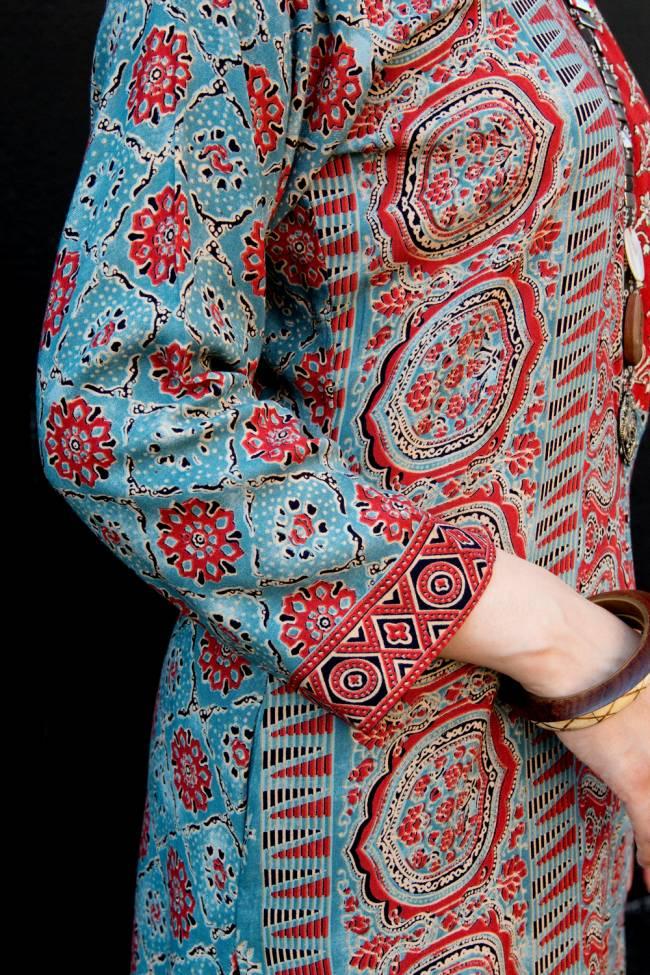 個性派ボタンが可愛い!ウッドブロックプリントのアシンメトリー ロングクルティ 6 - ウッドブロックプリントも惚れ惚れする美しさです。