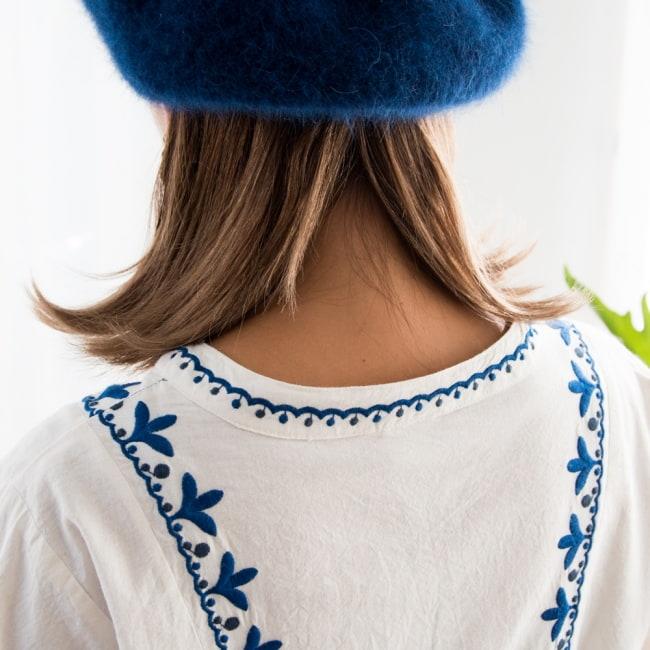 パフスリーブの刺繍ワンピース 10 - 後ろの首周りも刺繍で縁取られていて可愛い。