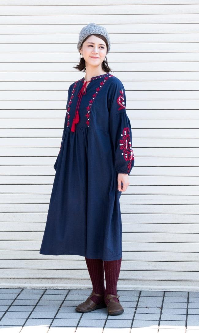 パフスリーブの刺繍ワンピース 2 - 身長165cmのモデル着用例です。