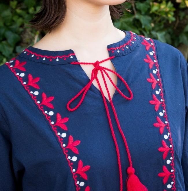 パフスリーブの刺繍ワンピース 5 - 胸元には刺繍と紐リボン