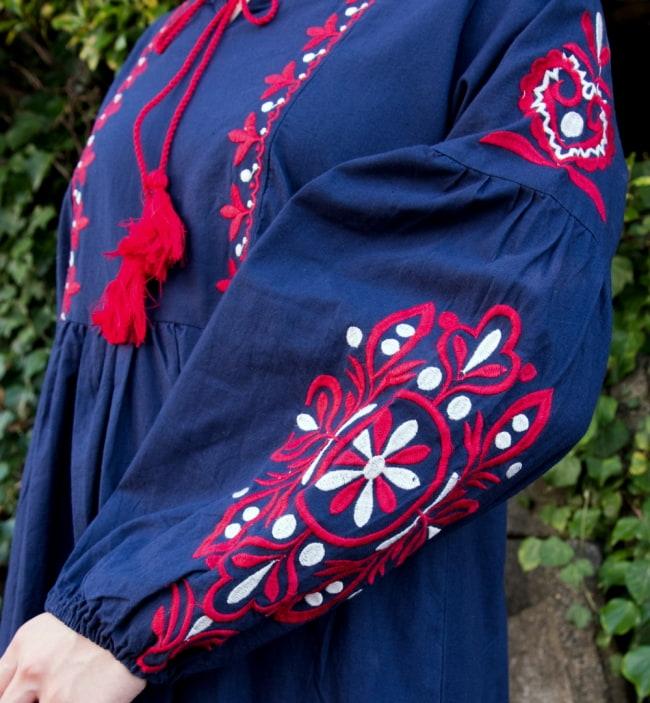 パフスリーブの刺繍ワンピース 6 - 腕にも大きな刺繍があり華やかな印象です。