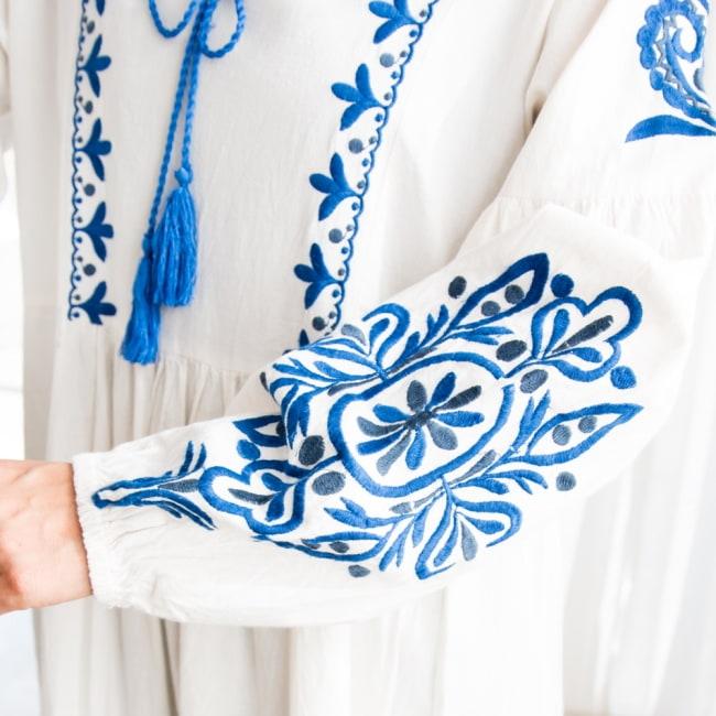 パフスリーブの刺繍ワンピース 9 - 腕にも大きな刺繍があり華やかな印象です。