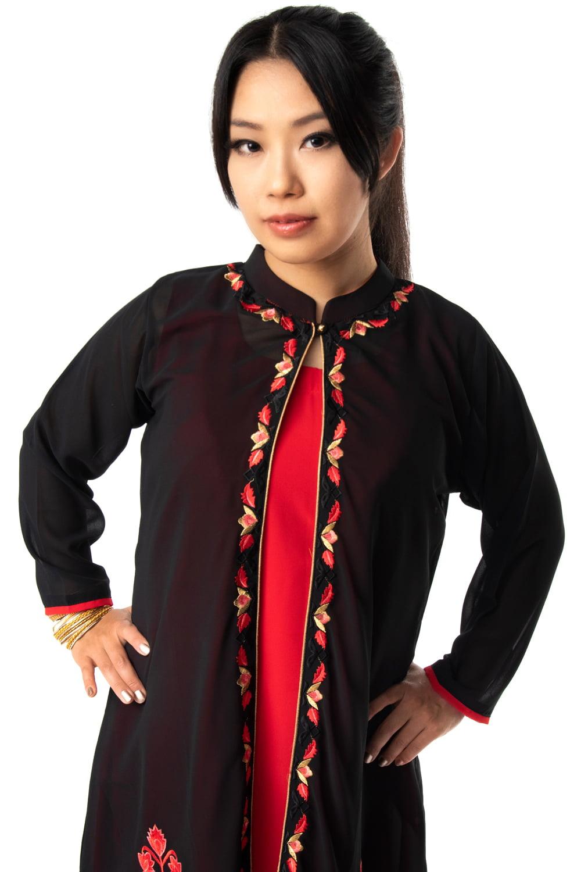 オーガンジーの刺繍ワンピース 7 - 襟元のシングルボタンをきゅっとしめるとすっきりした印象に。