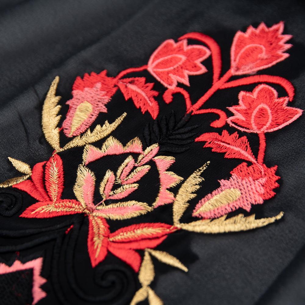 オーガンジーの刺繍ワンピース 9 - 中華圏を思い起こさせる刺繍が美しいです。