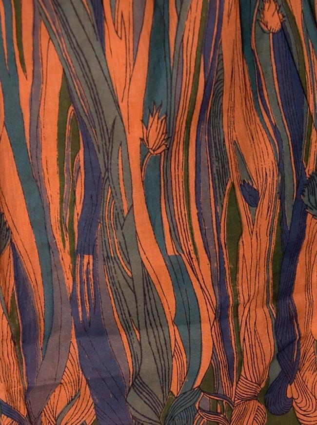 エスニックジャングル ハーフスリーブチュニック 【オレンジ系】 4 - 生地のアップです。