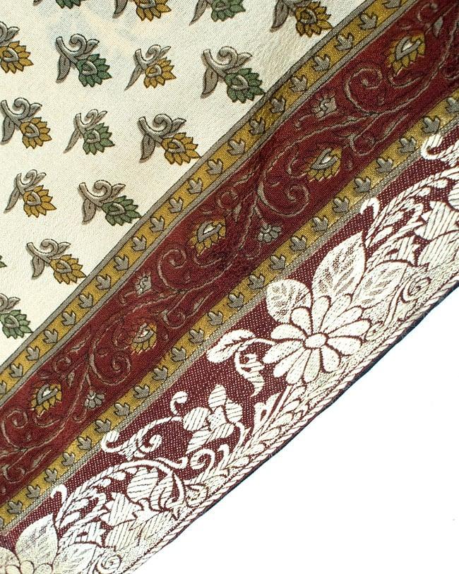 リバーシブル サリー生地タイパンツ 【ベージュ系】の写真4 - 裾部分はこのような感じで縫われています。