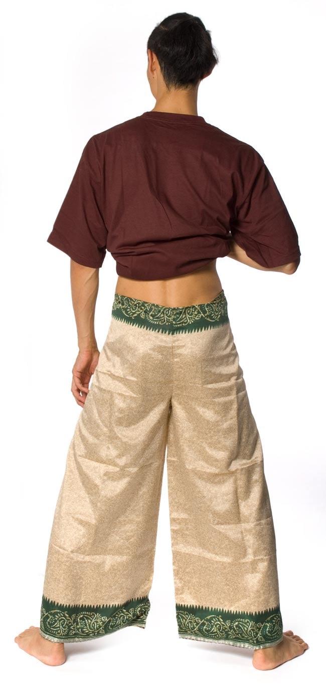 リバーシブル サリー生地タイパンツ 【ベージュ系】の写真7 - 後ろ姿です。スッキリしたシルエットになります。