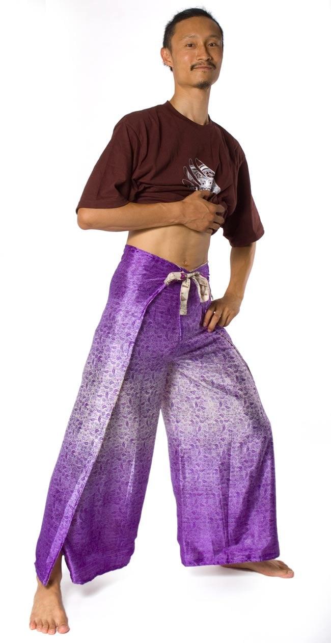 リバーシブル サリー生地タイパンツ 【紫系】 6 - 身長180?のインドパパ着用例です。