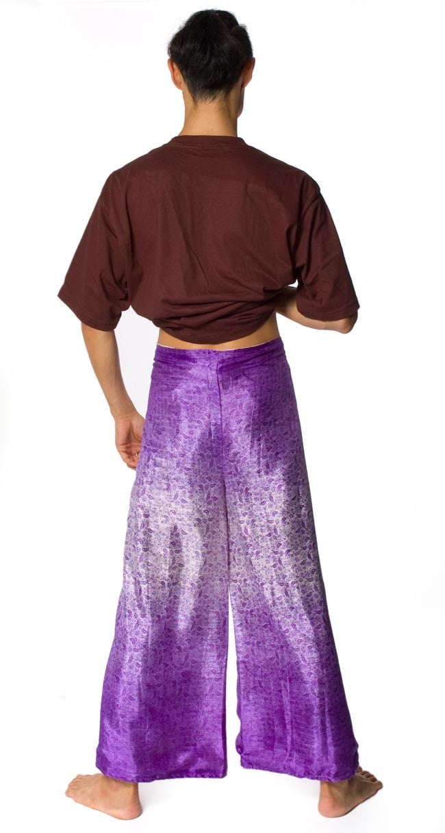 リバーシブル サリー生地タイパンツ 【紫系】 7 - 後ろ姿です。スッキリしたシルエットになります。