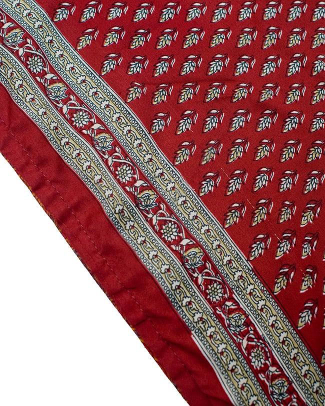 リバーシブル サリー生地タイパンツ 【赤系・オレンジ系】 4 - 裾部分はこのような感じで縫われています。
