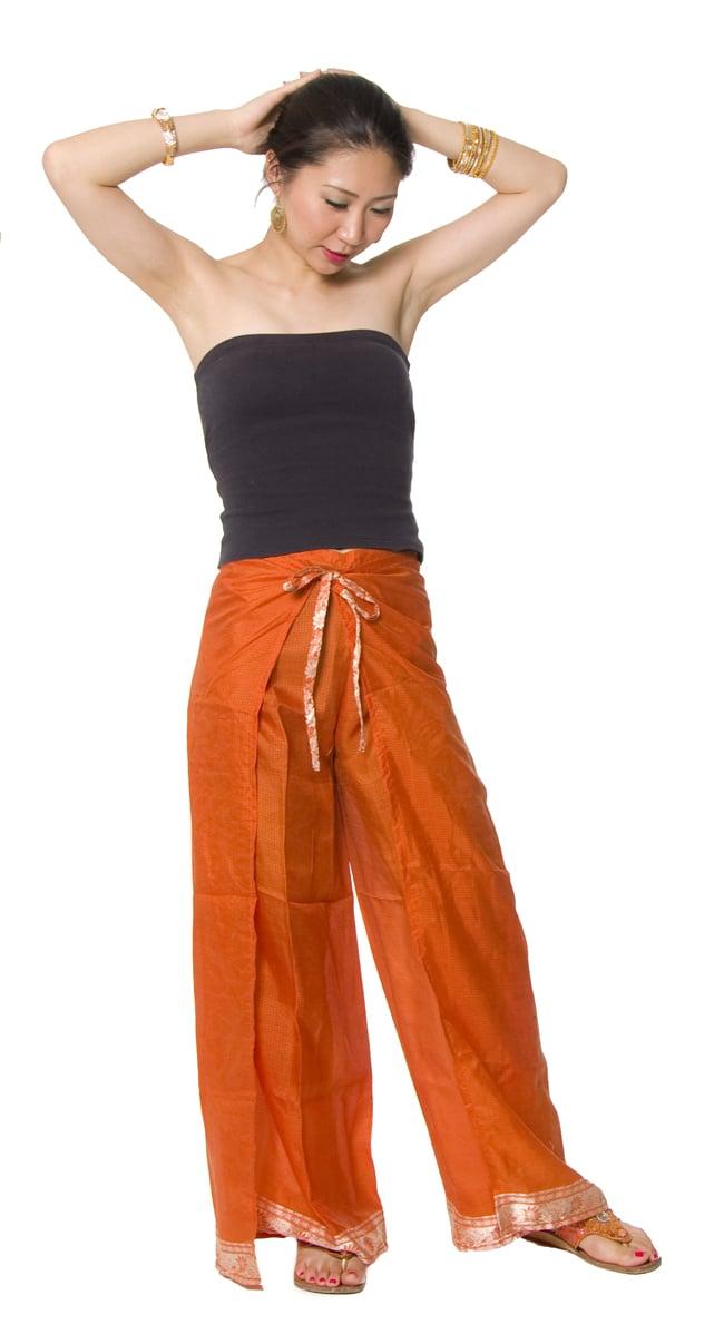 リバーシブル サリー生地タイパンツ 【赤系・オレンジ系】 8 - 身長165?の着用例です。女性でも問題なく履けますよ!