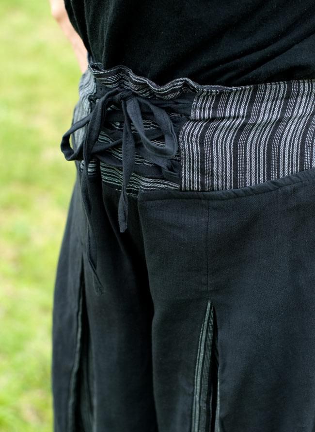 ワイドラップパンツ - 黒 4 - 前ウエスト部分。紐で調節も出来ますが、後ろ側がゴム仕様なので、前をぎゅっと縛らずかっこよく見せる事も出来ます。