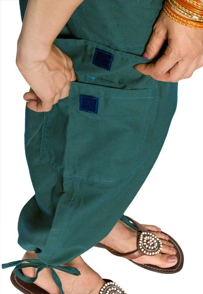 6ポケットコットンパンツ - 青緑 3 - 大きなポケットが便利ですね。