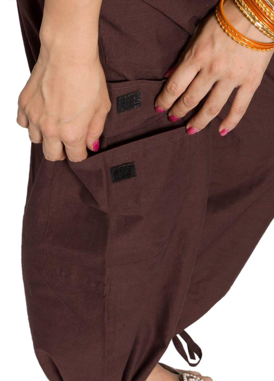 6ポケットコットンパンツ - こげ茶 3 - 大きなポケットが便利ですね。
