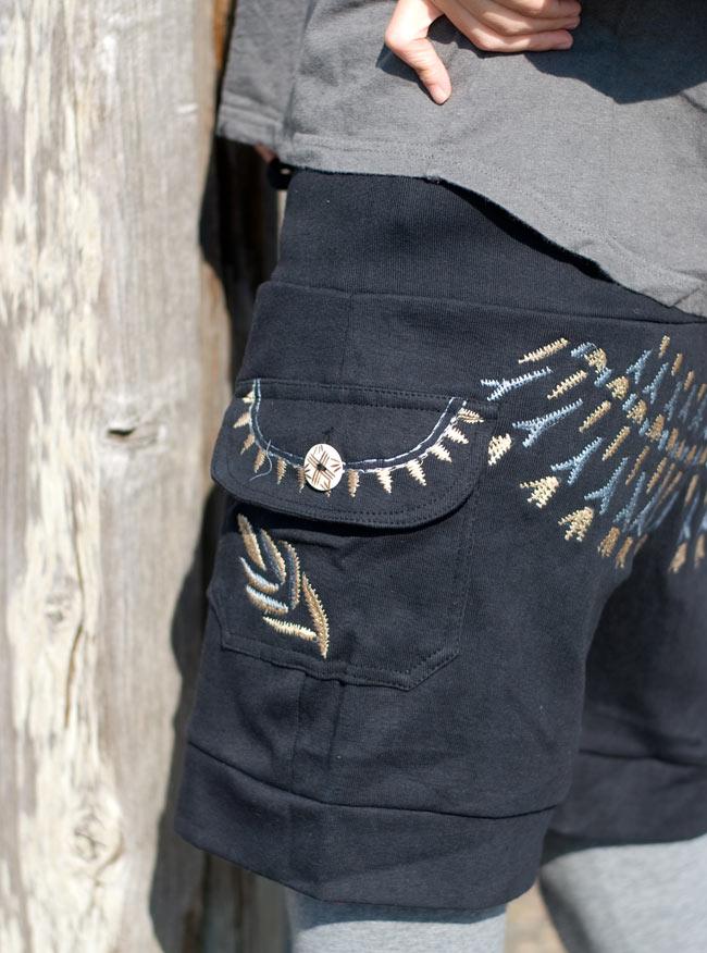 バック刺繍スウェットショートパンツ 【黒】の写真5 - ポケットもあるので便利です。