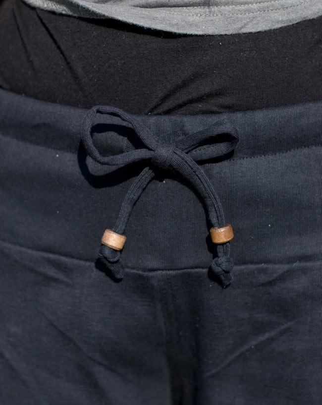 バック刺繍スウェットショートパンツ 【黒】の写真6 - ウエストはゴムと紐なので楽ちんスタイルです。