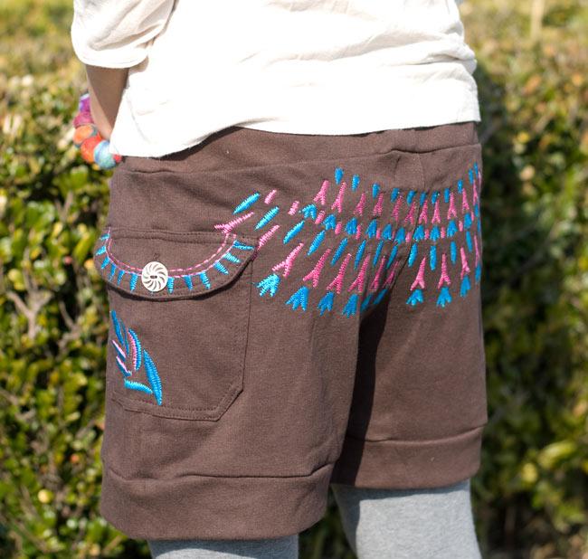 バック刺繍スウェットショートパンツ 【茶】の写真4 - 刺繍がいい感じに目立つおしりが可愛い♪
