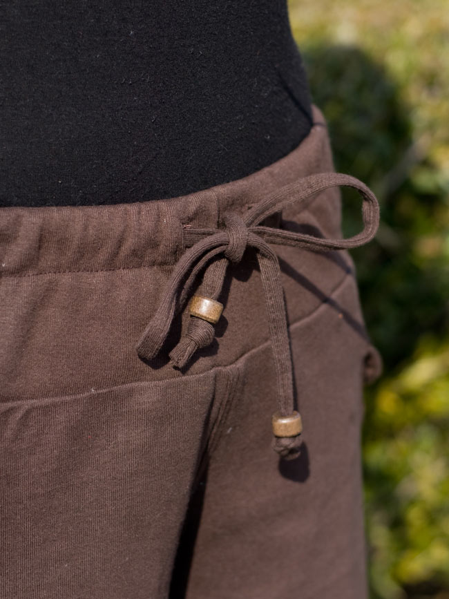 バック刺繍スウェットショートパンツ 【茶】の写真6 - ウエストはゴムと紐なので楽ちんスタイルです。