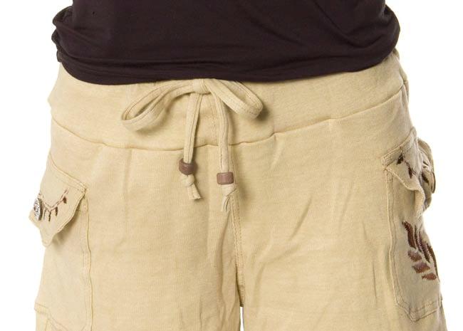 バック刺繍スウェットショートパンツ 【ベージュ】の写真5 - ウェスト部分はゴムと紐でとっても楽ちんです。