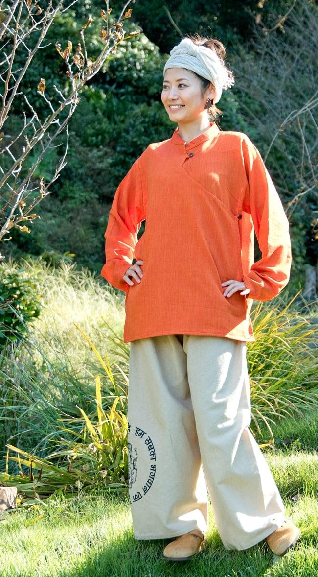 ガネーシャとブッダプリントのワイドパンツ 2 - 身長165cmの女性の着用例です。