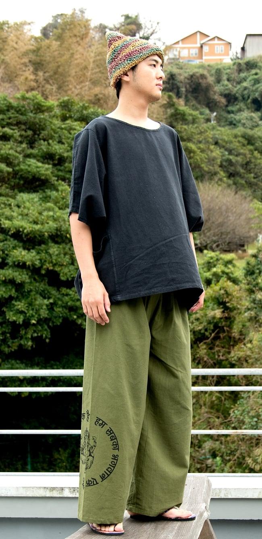 ガネーシャとブッダプリントのワイドパンツ 3 - 身長172cmの男性着用例です。