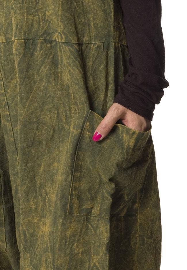 ストーンウォッシュサロペット 【カーキ】 7 - ポケットもあるのでとっても便利です。