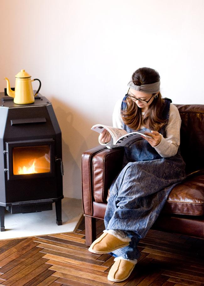ストーンウォッシュサロペット 【茶】 3 - ゆったりデザインだから、お家でのリラックスタイムにもピッタリです♪