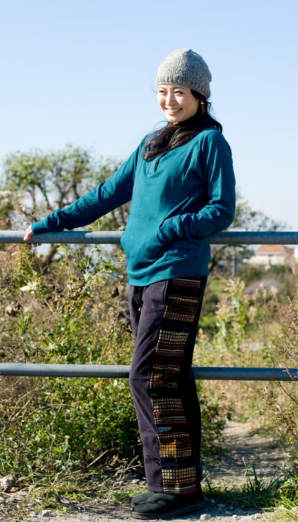 ネパールのフリースロングパンツ 【黒】の写真