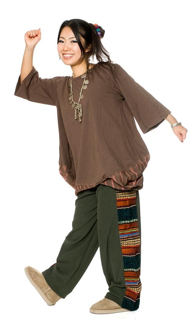 ネパールのフリースロングパンツ 【カーキ】 7 - 身長150cmのスタッフに着用してもらいました。女性でも男性でも問題なく着れますよ!