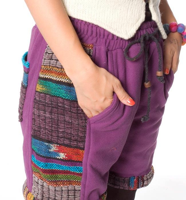 ネパールのフリースハーフパンツ 【紫】 5 - サイドにもポケットがあるのは便利ですね。