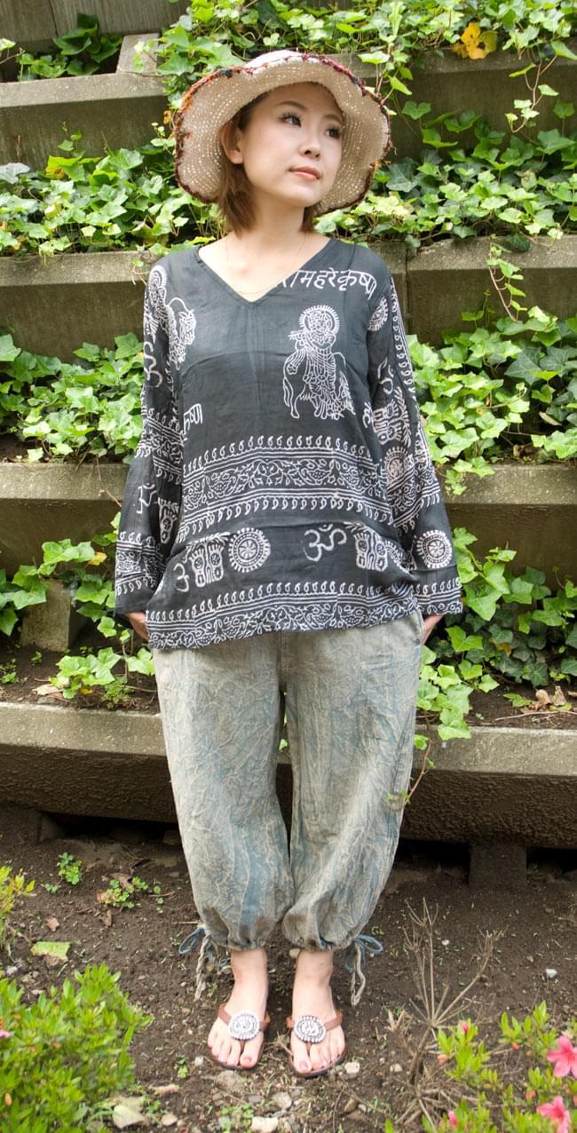 ストーンウォッシュの八分丈パンツ 【ブルーグレー】の写真