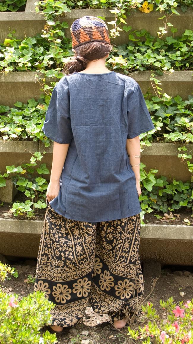 ぞうさんとお花のアラジンパンツ 【黒×薄茶】の写真3 - 後ろ姿はこんな感じです。