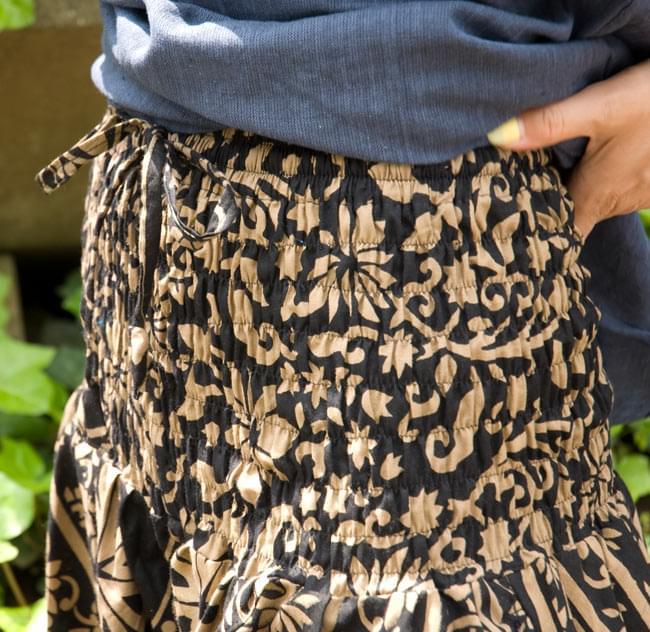 ぞうさんとお花のアラジンパンツ 【黒×薄茶】の写真4 - ウエスト部分はゴムと紐で調節可能です!