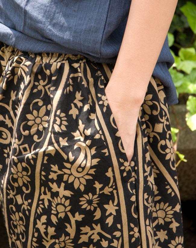 ぞうさんとお花のアラジンパンツ 【黒×薄茶】の写真5 - サイドにはポケットもあるので安心です!