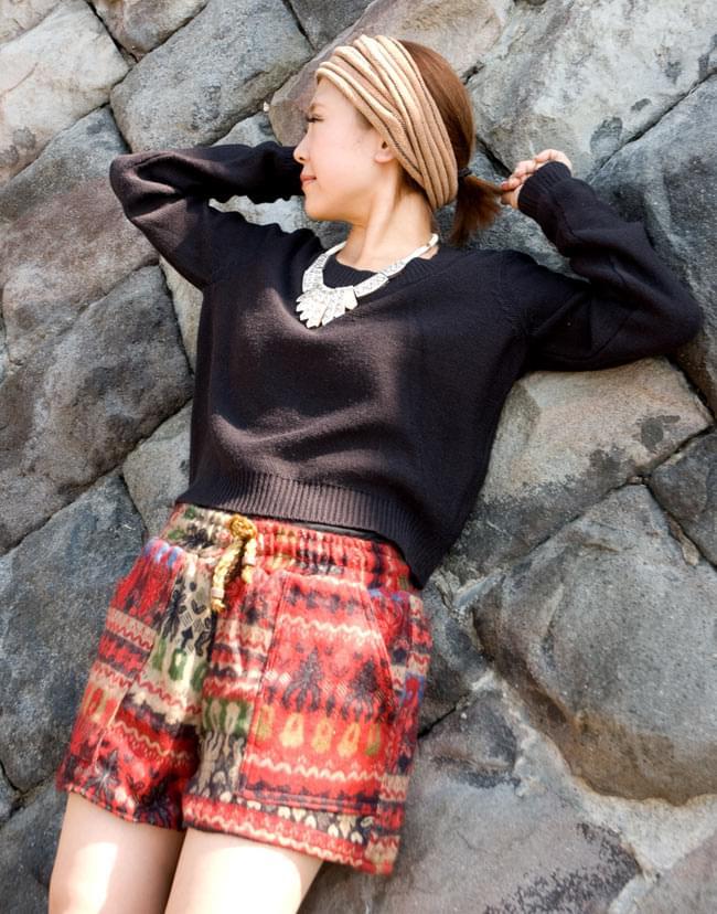 ネパールふわふわ起毛のショートパンツの写真3 - サイドのポケットも大きめなのでアクティブなイメージです!