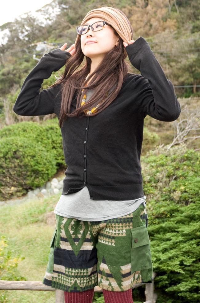 ネパールふわふわ起毛のハーフカーゴパンツ  3 - サイドのポケット効果でボーイッシュな雰囲気も可愛い!